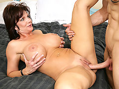 nice titis, Deauxma & Chris Strokes in Fucking Hot Moms