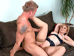 Nina Hartley & Jeremy in Fucking Hot Moms