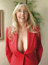 Housewives Pics: Houswife whith Super Huge Tits choked