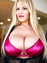 Bigtits Officesex, Kelly's wearing black and pink lingerie and gets a huge load on her stomach