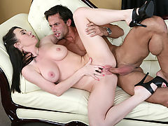 Hard Nipples, Rayveness & Alan Stafford in Fucking Hot Moms