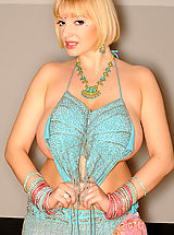 Belly dancer's breasts bouncing!