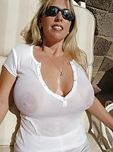 Busty Mature, Houswife whith Super Huge Tits is really wet